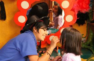 Saloncito de belleza en salón de fiestas infantiles